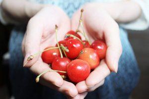 Wer Vitamine zu sich nehmen möchte, sollte ganze Früchte essen.